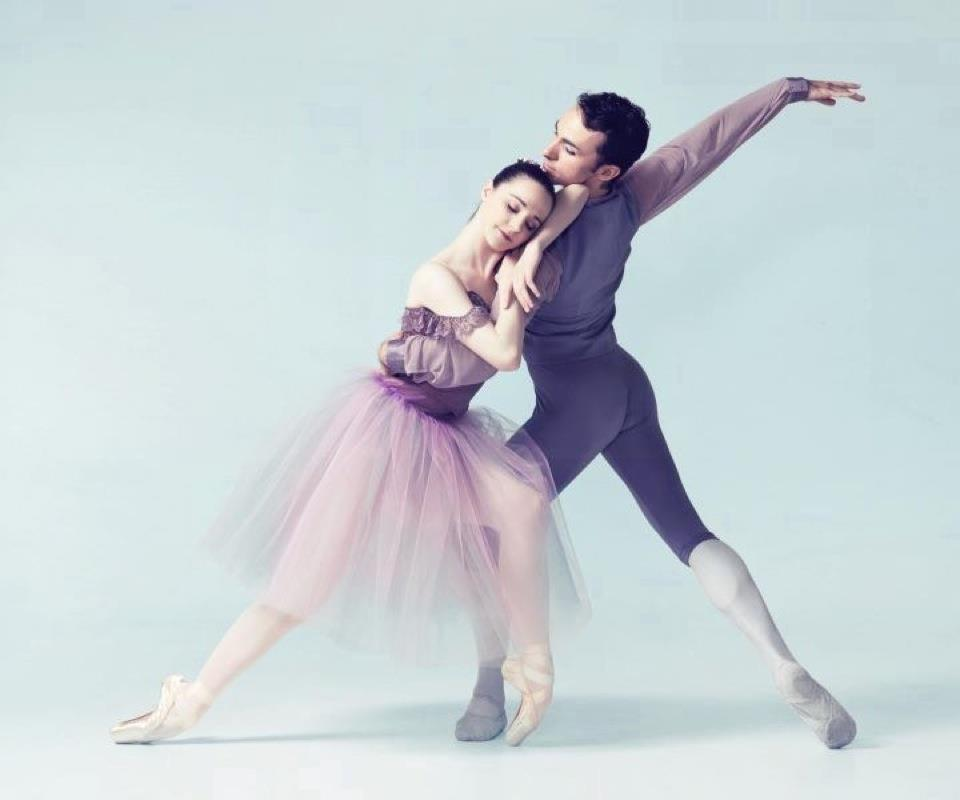 Medhi performing with a female ballet dancer for a press shoot